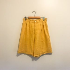 Vintage Yellow Pleated High Waisted Shorts Size S